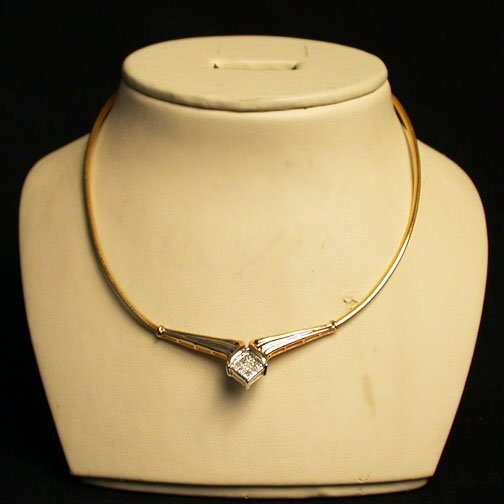 2006: 14K DIAMOND NECKLACE. The gold segmente