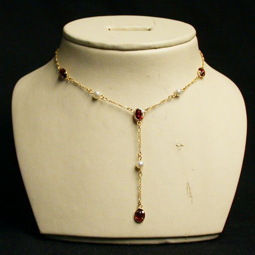 2007: PEARL & GARNET NECKLACE N/R. The 14K go