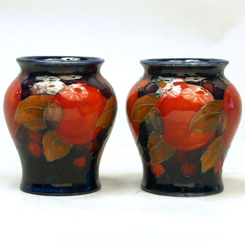 2924: PAIR OF SMALL MOORCROFT VASES