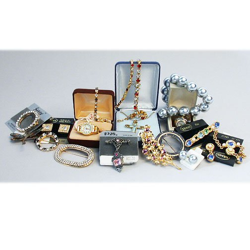 1001: 2 TRAYS COSTUME JEWELRY. N/R. Includes: