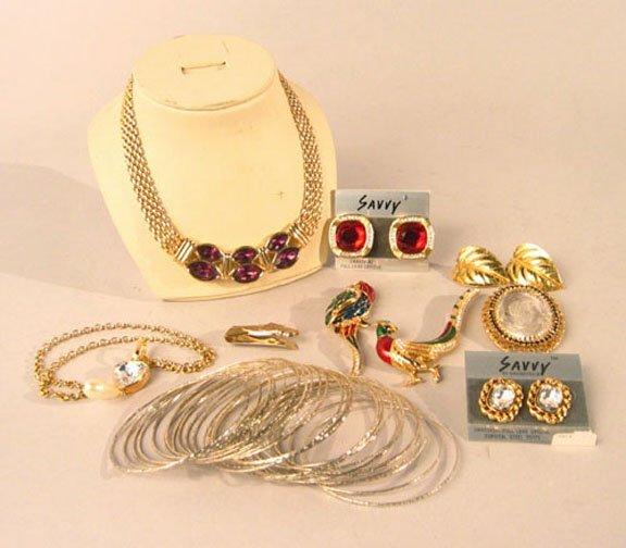 1002: 2 TRAYS COSTUME JEWELRY. N/R. Includes: