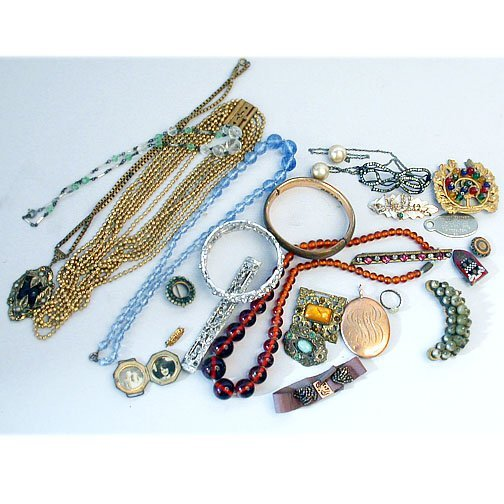 1007: TRAY VINTAGE JEWELRY. N/R. Includes: 3