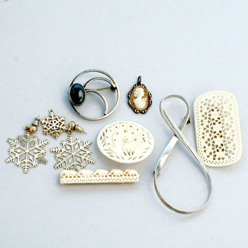 1011: LOT OF IVORY & STERLING. N/R. Jewelry i