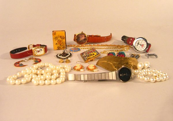 1012: LOT COSTUME JEWELRY. N/R. includes: wat