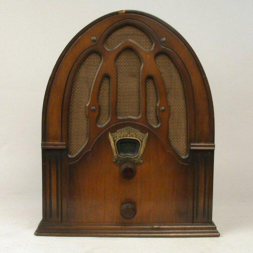 1346: CROSLEY HUMPBACK RADIO. N/R. Wooden cas