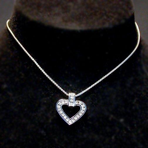2011: 14K HEART PENDANT NECKLACE. The necklac