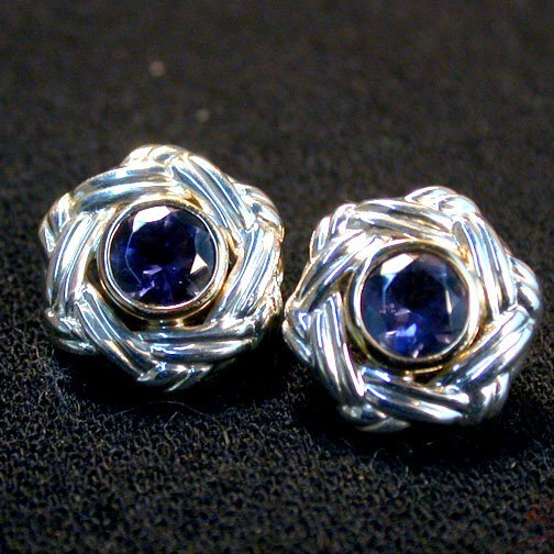 2012: CEYLON BLUE STONE EARRINGS N/R. The pie