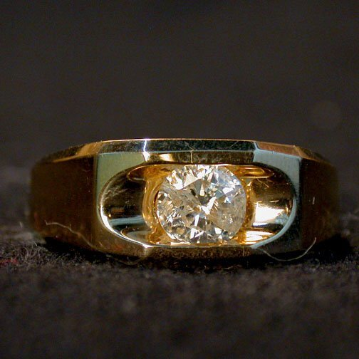 2021: MAN'S 14K DIAMOND SOLITAIRE. The round