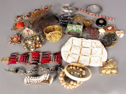 "3217: ""ASSORTED VINTAGE JEWELRY. Lot includes thirteen"