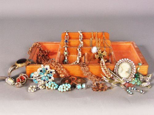3219: ASSORTED COSTUME JEWELRY. Lot includes contempora