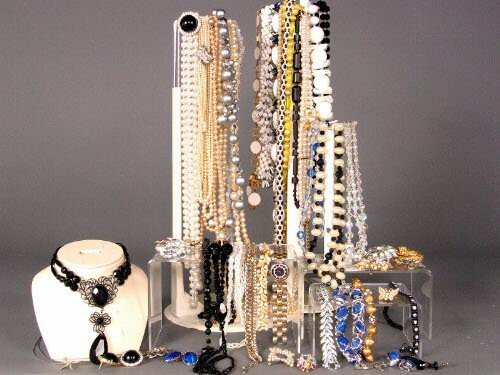 3222: ASSORTED COSTUME JEWELRY. Lot includes necklaces,