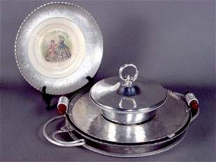 4 ALUMINUM SERVING PIECES. (1) Decaled china plat