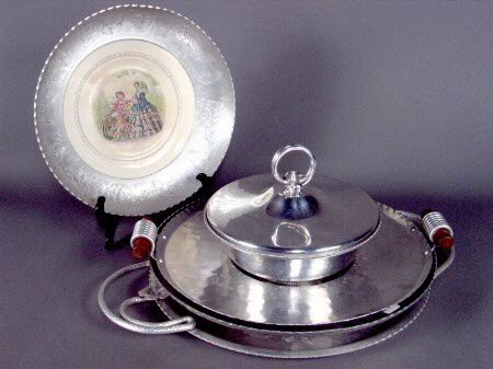 3234: 4 ALUMINUM SERVING PIECES. (1) Decaled china plat