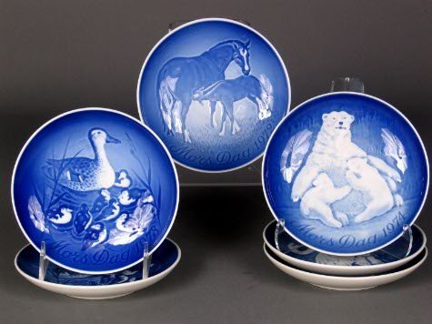 1015: 6 BING & GRONDAHL PLATES. Six blue and white Moth