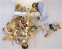1219: 1219 ASSORTED COSTUME JEWELRY N/R. Incl
