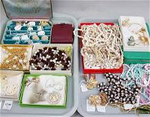 1249: 1249 ASSORTED COSTUME JEWELRY N/R. Incl