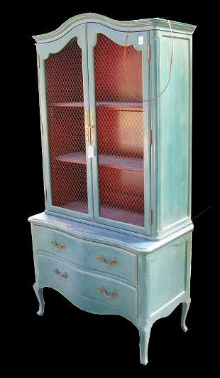 1562 FRENCH LIGHTED DISPLAY CASE. With