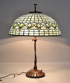 TIFFANY POMEGRANATE THREE LIGHT TABLE LAMP