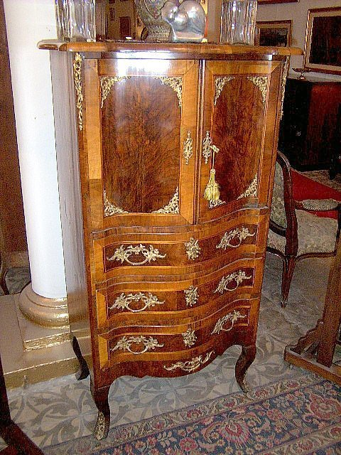 277: Austrian Chest of drawers cabinet