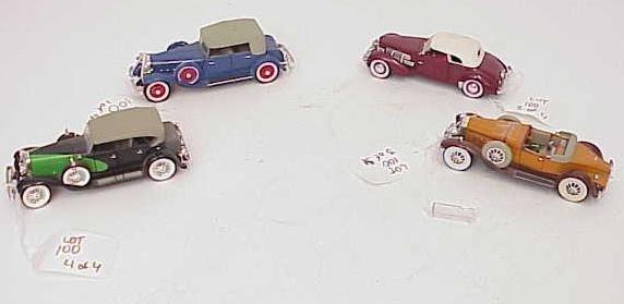100: LOT OF 4 CLASSIC CAR MODELS BY SIGNATURE NO RESERV