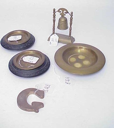 109: MIXED LOT OF VINTAGE BRASS AND WOOD ITEMS NO RESER