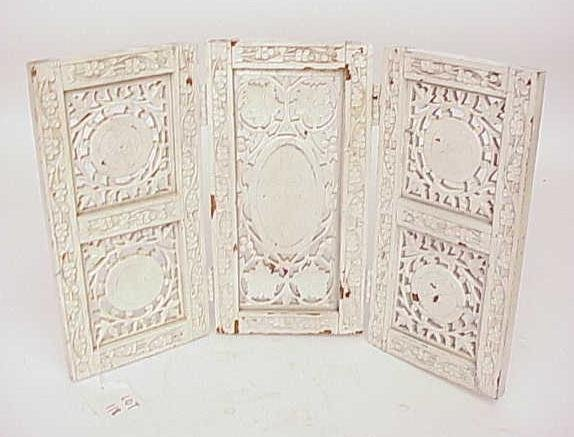 118: CARVED MINIATURE 3 PANEL ROOM SCREEN NO RESERVE