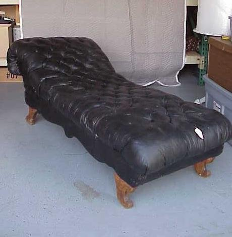 169: ANTIQUE BLACK LEATHER FAINTING COUCH LOUNGER NR
