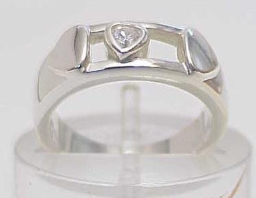 3023: STERLING SILVER HEART SLIDE BAND RING SIZE 6