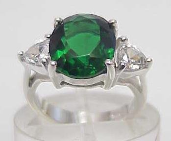 4029: STERLING SILVER SIM EMERALD CZ RING SIZE 6