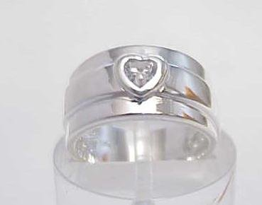 3000A: STERLING SILVER SIM DIAMOND CZ HEART BAND RING 7