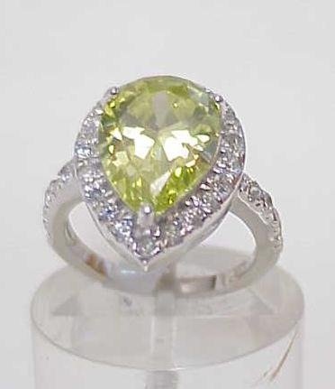 3025A: STERLING SILVER LARGE SIM GREEN TOPAZ RING SIZE