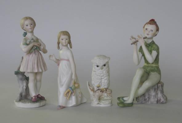 712: Group of cybis figures