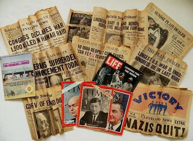 10: Lot of Vintage newspapers