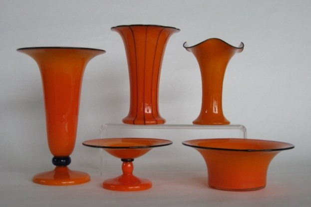 18: 5 Czechoslovakian glass vases