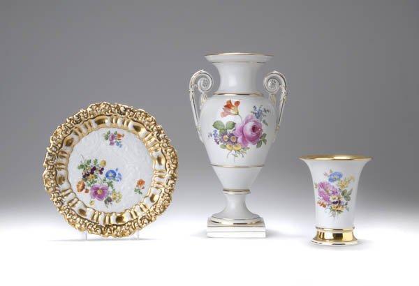 11: K nigl. Porzellan-Manufaktur Meissen, Henkelvase, u