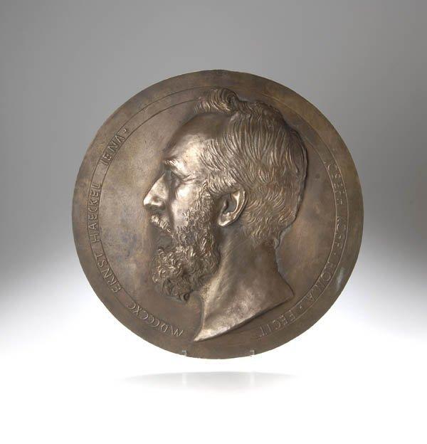 11: Joseph von Kopf, Wandrelief 'Ernst Haeckel', 1890