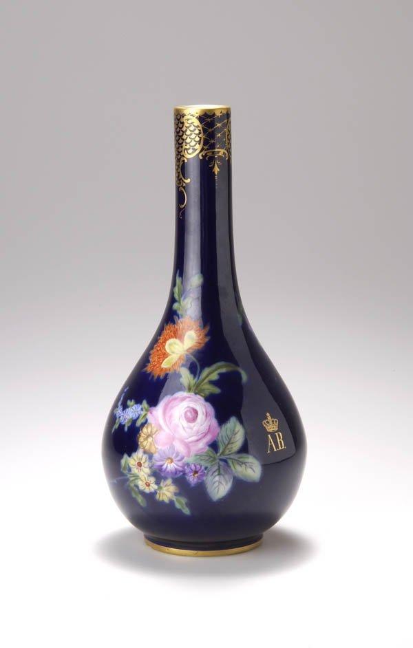 19: Königl. Porzellan-Manufaktur Nymphenburg, Vase, um