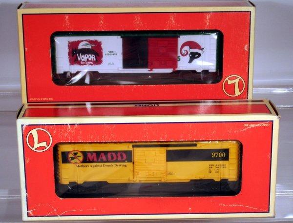 16: 2 CARS:  LIONEL 6-26208 VAPOR RECORDS BOXCAR - OPEN
