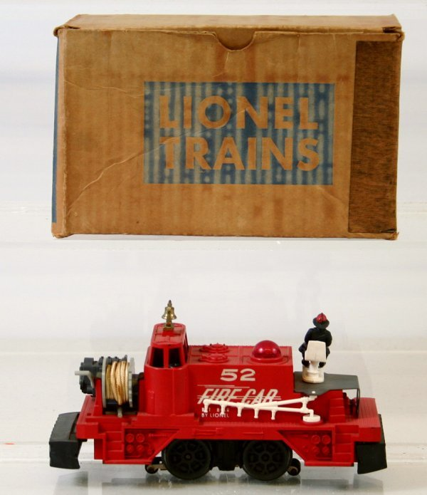 17: LIONEL POSTWAR 52 FIRE FIGHTING CAR