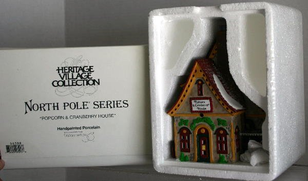16: DEPT 56 NORTH POLE SERIES POPCORN & CRANBERRY HOUSE