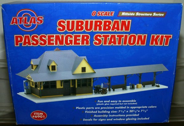 703: ATLAS O #6901 SUBURBAN PASSENGER STATION KIT. Box: