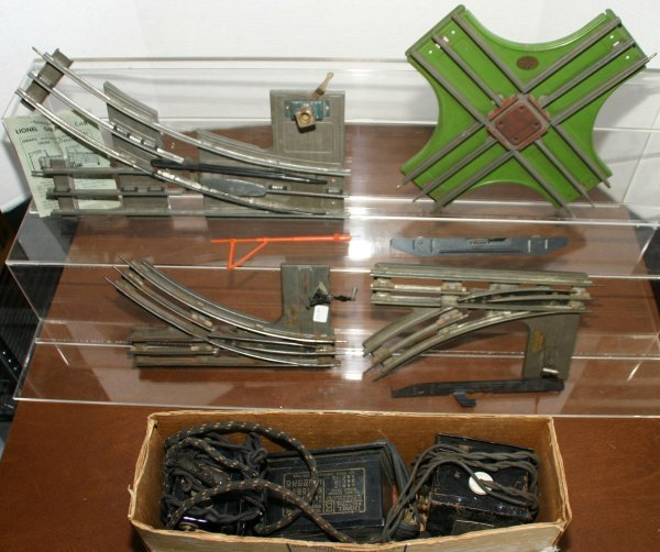 292: LOT OF MISC. O AND STD. GAUGE PARTS AND PIECES. LO