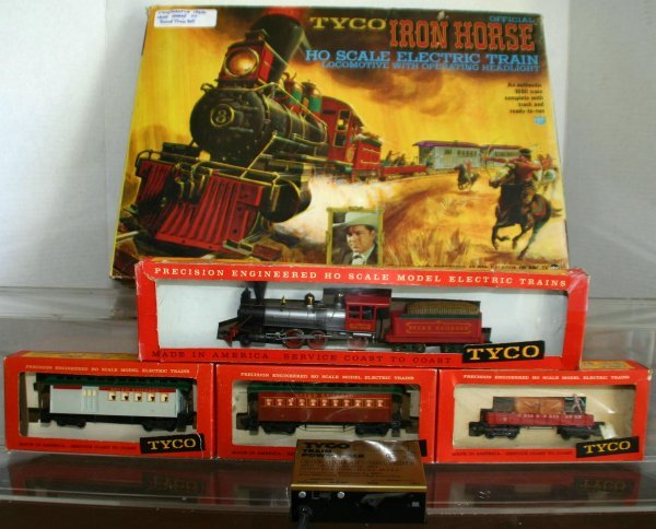 298: TYCO IRON HORSE HO TRAIN SET. SET BOXED. NO INTERI