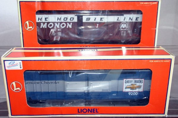 14: LIONEL 17266 MONON 50' STD. O BOXCAR, 17255 CHEVY S