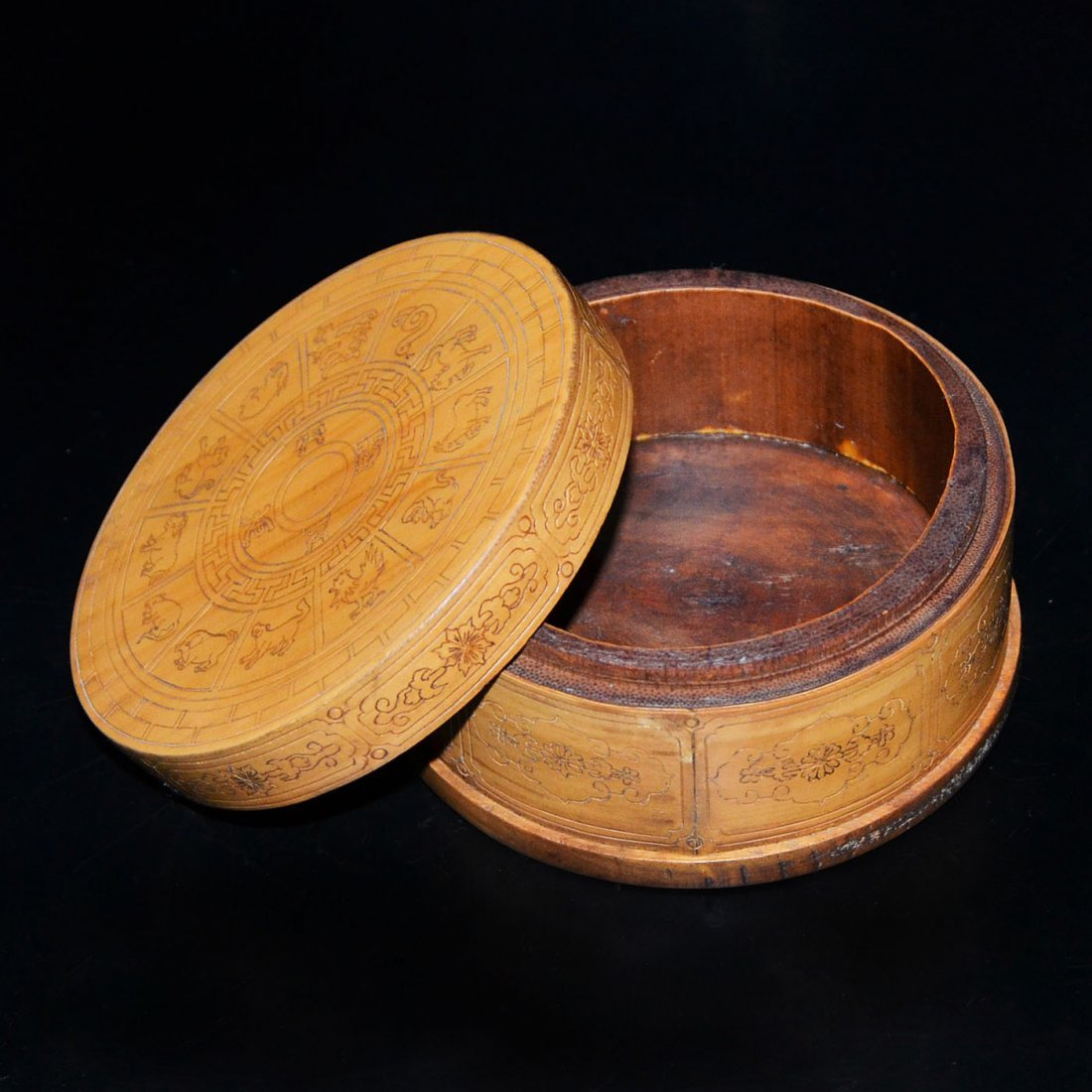 Bamboo Box with Twelve Zodiac Signs and Cover - 3