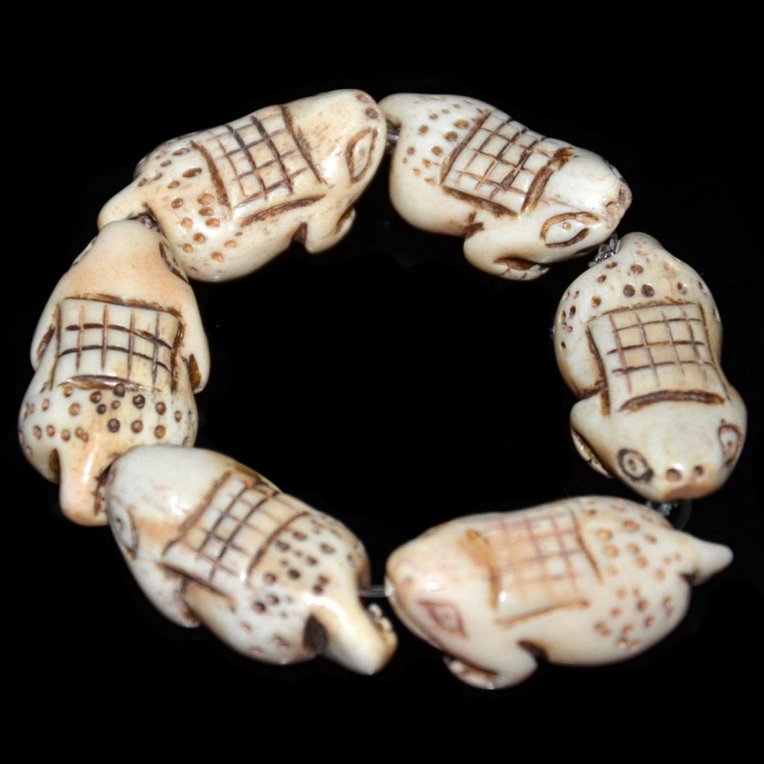 Qing, Bone Carved Toad-Form Bead Bangle