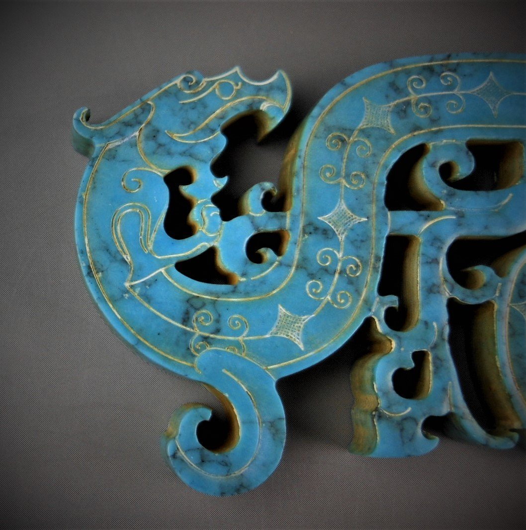 A CHINESE ARCHAIC DRAGON-FORMED TURQUOIS PENDANT - 3
