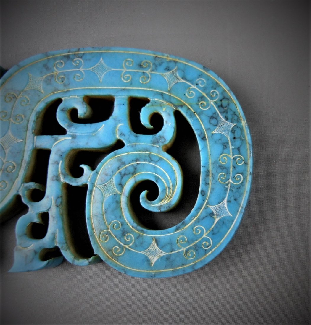 A CHINESE ARCHAIC DRAGON-FORMED TURQUOIS PENDANT - 4