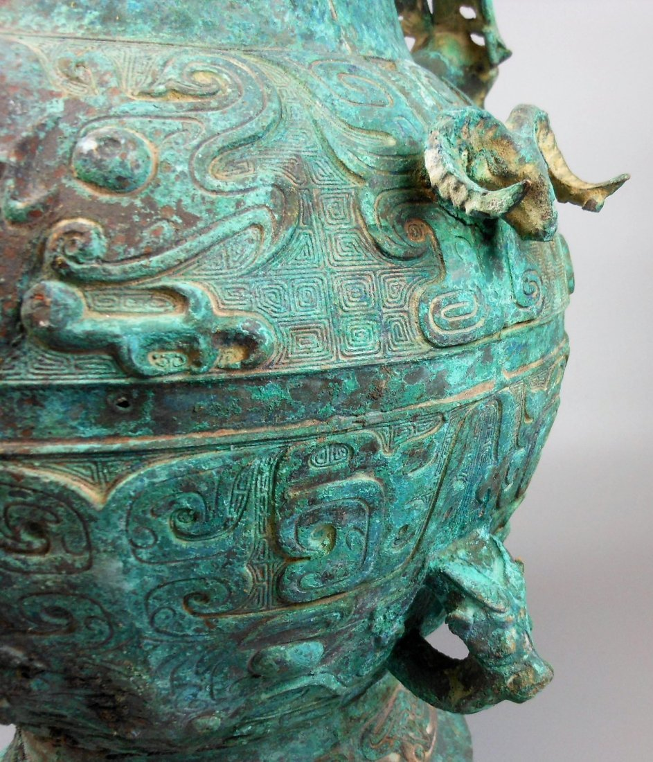 A CHINESE ARCHAIC BRONZE VESSEL, LEI - 4