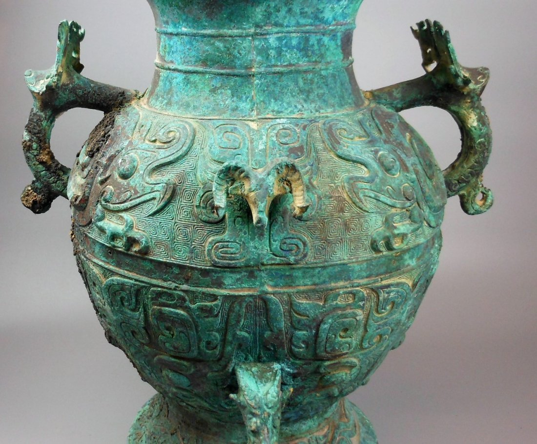 A CHINESE ARCHAIC BRONZE VESSEL, LEI - 6